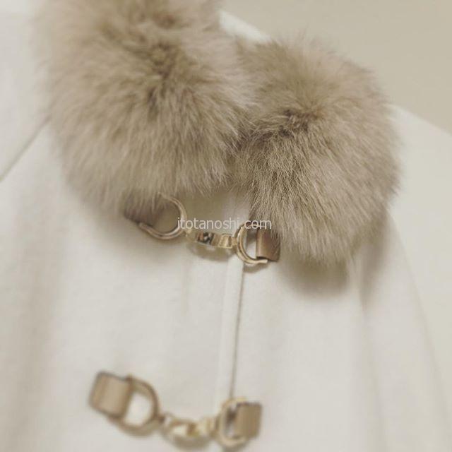 愛用していた白いAラインのハーフコートがいよいよくたびれてきたので、今年は新調したかった。今日、夫がスーツを買いに行くのに誘われて行ってみたら、ドンピシャなコートに出会えたので買ってもらいました♡白くてAラインでラグラン袖でマント風。着丈もピッタリ。シルバーファクスのファーがぬくぬく可愛い。これでこの冬のお出かけはルンルン♪#コート #coat #外套 #白 #White #ファー #mitsumine #マント #Aライン #ショッピング #買い物 #洋服 #shopping #instalove #instalover  #instafashion