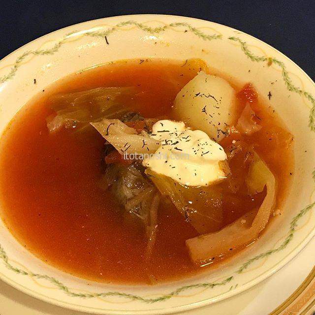 ブックフェスティバルでは何を食べようか悩んじゃう。今日はロシア料理をいただきました。土・日・祝日のランチはボリュームあってお値段もお手頃。#神保町 #神田 #ろしあ亭 #ロシア #ロシア料理 #ボルシチ #ランチ #instalove #instalover #instalovers #instafood #instafoods