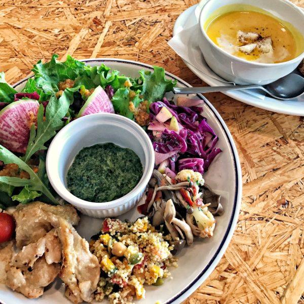 【自由が丘ランチ】 TODAY'S SPECIAL KITCHEN 旬のお野菜デリとお肉の入った6種の贅沢プレート